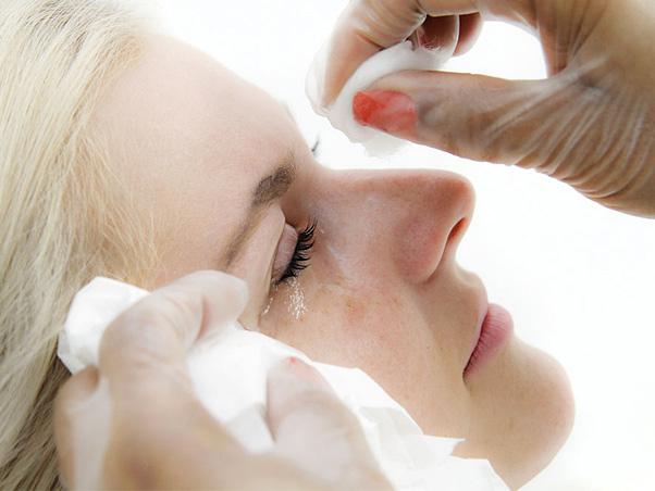 Limpar o alongamento de cílios